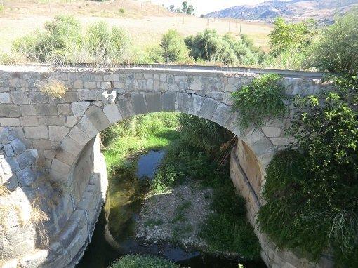 Ponte lungo la strada per l-ex residenza fs Roccapalumba