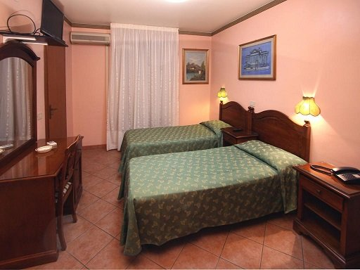 twin bedroom hotel cortese