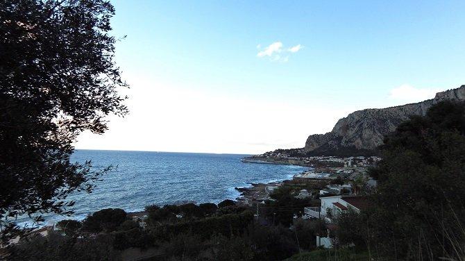 Discesa vista mare a Palermo in MTB